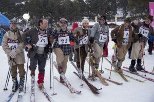Fila d'esquiadors
