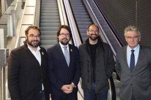 4 homes dins d'estació FGC