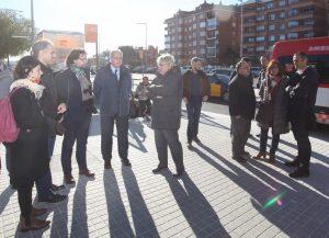 Grup de persones reunides al carrer