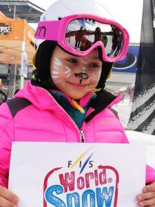 Nena maquillada a pista d'esquí