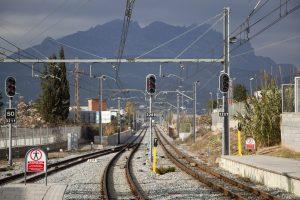 Via de tren FGC i Montserrat de fons