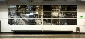 Foto a la paret d'una estació FGC