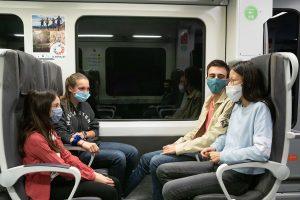 Grup de 4 nens a tren FGC