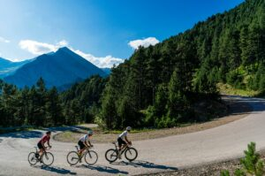 Ciclistes a la muntanya